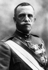 ویکتور امانوئل سوم پادشاه ایتالیا. کشور او دیر به رقابت های استعماری پیوسته بود و در خاک عثمانی به دنبال مستعمره می گشت