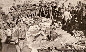 سربازان ایتالیایی برسر جنازه مبارزان محلی و سربازان ترک کشته شده
