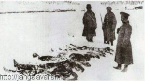 سربازان روس بالای سر جنازه های یخ زده سربازان عثمانی. بخش اعظم تلفات ترکها به خاطر یخ زدگی و سرما بود