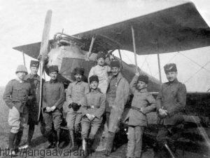 خلبانان نیروی هوایی عثمانی در گالی پولی. با کمک های فراوان آلمان ترکها یک نیروی هوایی کوچک اما موثر در این عملیات داشتند
