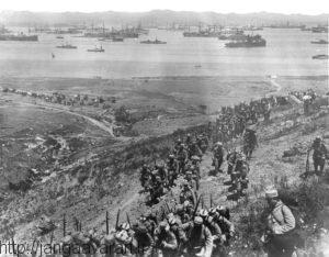 سربازان فرانسوی در جزیره لیمونس یونان. تعلل فرانسوی ها باعث تاخیر در آغاز عملیات شد