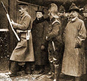 وینستون چرچیل وزیر وقت دریاداری بریتانیا و طراح اصلی عملیات گالیپولی. او امیدوار بود بتواند با اجرای این عملیات استانبول را تسخیر کند