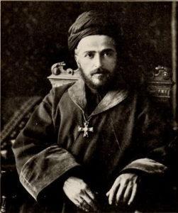 اسقف بنیامین مارشیمون رهبر جلوها . او با نیروهای خود وارد ایران شد و نیروهای آشوری را از یک قوم تحت ستم تبدیل به یک نیروی تفنگدار بی رحم کرد
