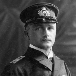 ویلهلم واسموس. افسراطلاعاتی ارتش آلمان در زمان جنگ جهانی اول. او با بیشتر عشایر ایرانی رابطه بسیارخوبی داشت و حتی با رییسعلی دلواری نیز روابط عمیقی برقرار کرد