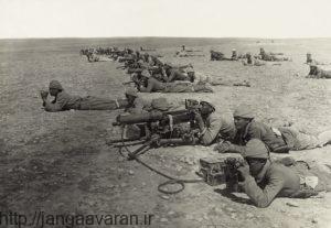نیروهای ترک با مسلسل های کروپ در نبرد دوم غزه. در این جنگ هم صدها سرباز بریتانیایی کشته شدند