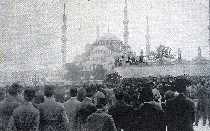 تظاهرات برضد متفقین در استانبول.