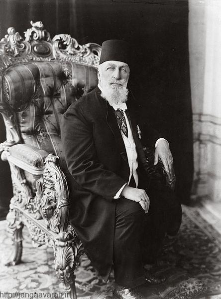 عبدالمجید دوم. او تنها عنوان خلیفه عثمانی را داشت