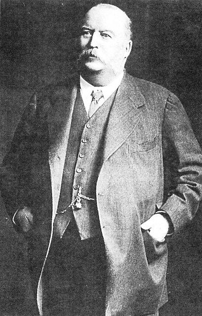 ویلیام ناکس دارسی. سرمایه دار و کارآفرین انگلیسی. او امتیاز نفت ایران را گرفت و با کشف نفت تاریخ ایران و خاورمیانه را به کلی تغییر داد