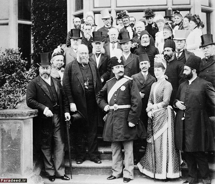ناصرالدین شاه در سومین سفر اروپایی خود در لندن. شاهزاده ادوارد ولیعهد انگلستان(ادوارد هفتم بعدی) اولین نفر از سمت چپ و همسر ملکه الکساندرا دومین نفر از سمت راست