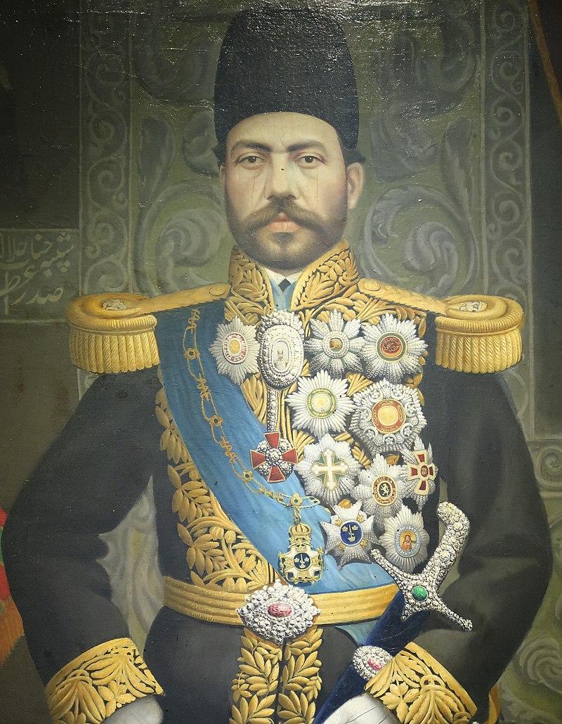 میرزا حسین خان سپهسالار. او بهترین صدراعظم ناصرالدین شاه بعد از امیرکبیر بود و ترتیب سفر شاه قاجار به اروپا را داد وقصد داشت او را با پیشرفت های نوین آشنا کند اما به محض بازگشت با انبوهی از مخالفان خود روبه رو شد