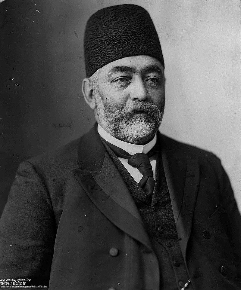 میرزا علی اصغرخان اتابک. او با درخواست شخص تزار به ایران بازگشت تا اوضاع بحرانی محمد علی شاه را پایان دهد