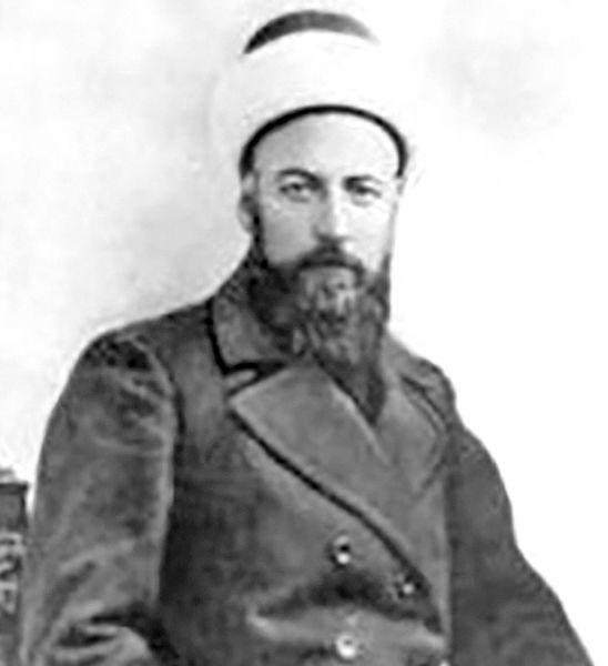 میرزا حسن رشدیه . او بنیان گذار آموزش و پرورش نوین در ایران است و در جریان حوادث بعد از مهاجرت صغری توسط عین الدوله تبعید شد