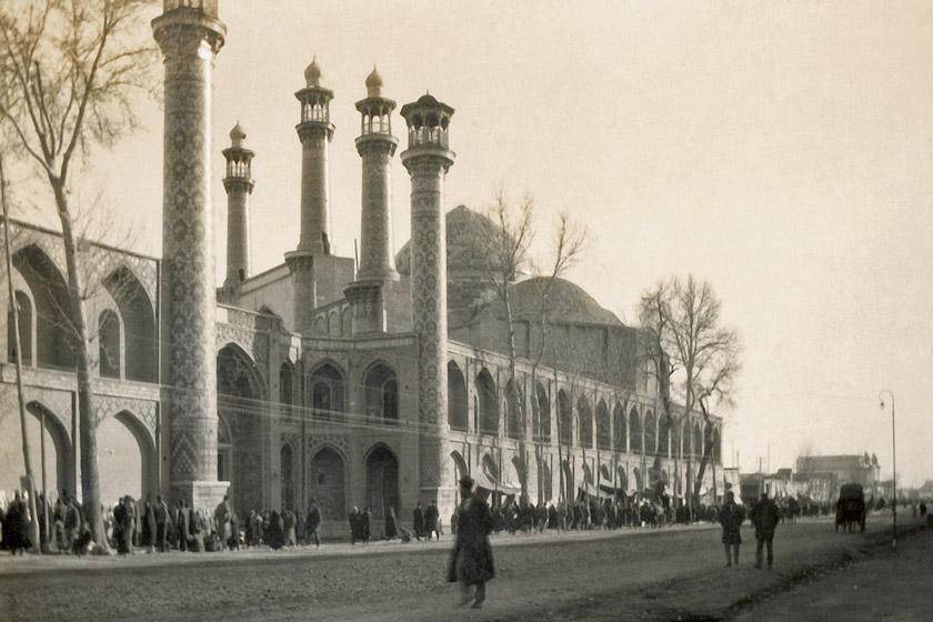 مسجد سپهسالار . این مسجد و مدرسه آن در طی سال های مشروطه محل درگیری مخالفان و موافقان مشروطه بود.