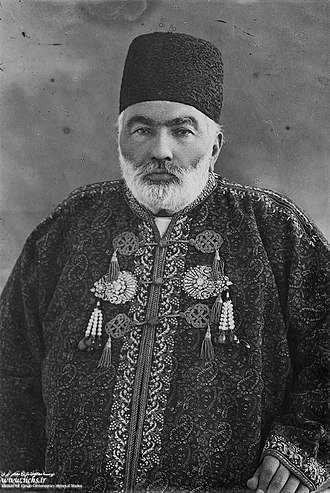 مشیرالسلطنه نخست وزیر جدید. در دوران او مجلس به توپ بسته شد