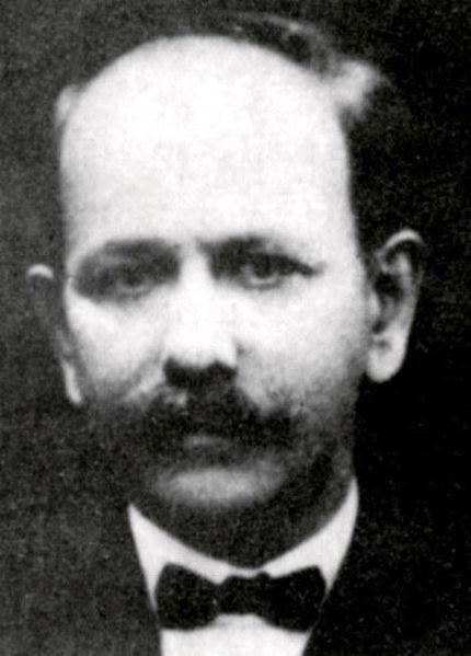 میرزا علی اکبر خان دهخدا. او بعد ازبعد ازبه توپ بستن مجلس به اروپا رفت و روزنامه صوراسرافیل را منتشر کرد