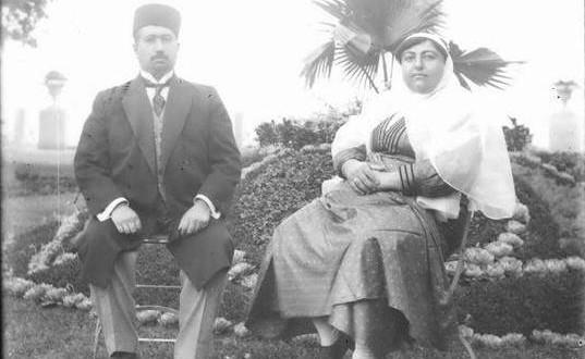 محمد علی شاه و همسرش ملکه جهان در تبعیدگاه خود در شهر ییلاقی اودسا
