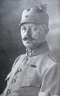 کلنل یالمارسن سوئدی اولین فرمانده ژاندارمری ایران. با پیگیری قوام السلطنه افسران سوئدی برای ایجاد ژاندارمری استخدام شدند