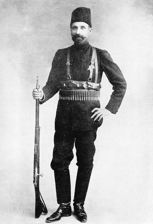 یپرم خان فرمانده نیروهای دولتی نقش اساسی در عقب راندن نیروهای هوادار محمد علی میرزا داشت
