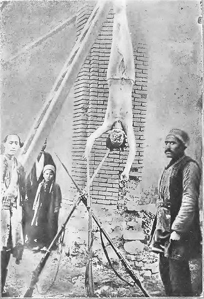جنازه میرزا آقا بالاخان فرمانده سواره نظام ژاندارمری تبریز که به دستور روسها اعدام شد