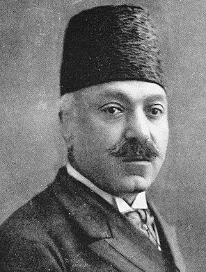 ناصرالملک نایب السلطنه وقت ایران که در اروپا به سر می برد