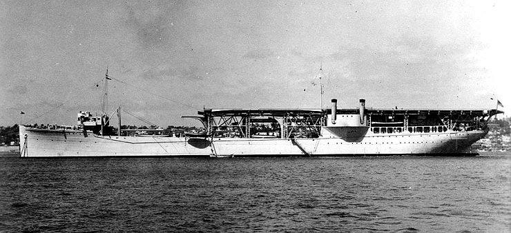 https://upload.wikimedia.org/wikipedia/commons/0/00/USS_Langley_%28AV-3%29.jpg