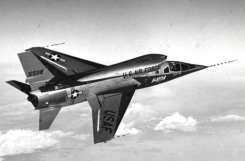 H:\مقالات هوانوردی\F-107A\800px-F-107A_in_flight.jpg