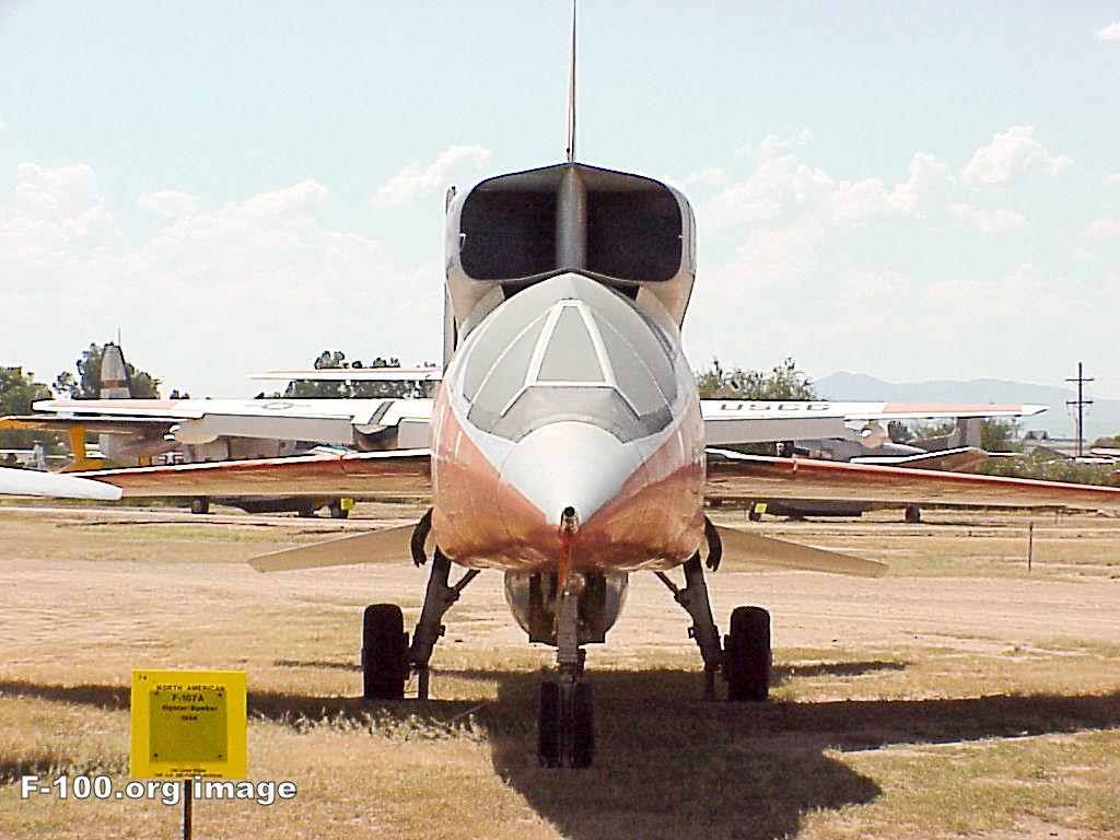 H:\مقالات هوانوردی\F-107A\f-100b_pima_01.jpg