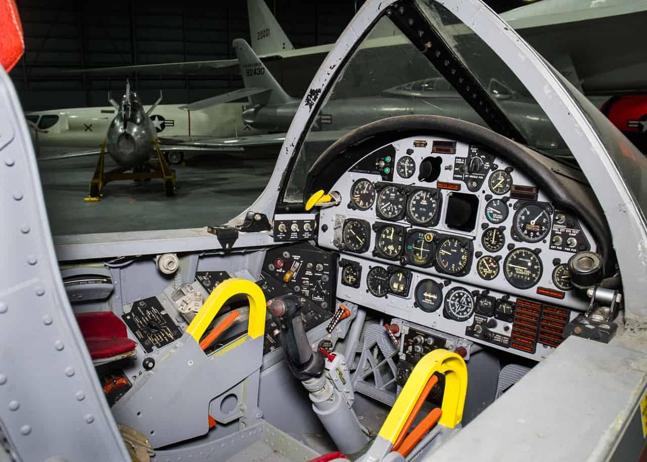 H:\مقالات هوانوردی\F-107A\North-American-F-107A-cockpit.jpg