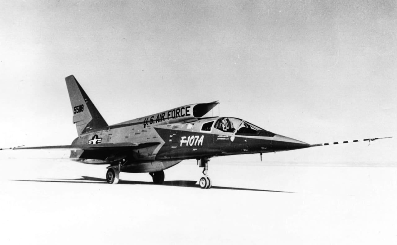 H:\مقالات هوانوردی\F-107A\North-American-F-107A.jpg