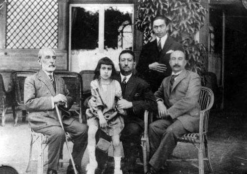 محمد علی شاه در سال های آخر عمر خود. وقوع انقلاب اکتبر در روسیه باعث فرار شاه سابق به استانبول و سپس به ایتالیا گردید