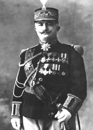 آقا پتروس فرمانده نیروهای آشوری. او در کنار مارشیمون در ایران حضور داشت و رییس امنیه ارومیه شد